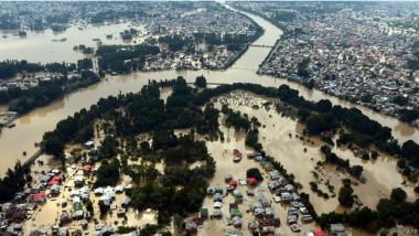 200 ألف شخصاً ما زالوا عالقين جراء الفيضان بكشمير