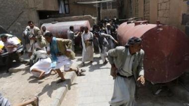"""الجيش اليمني يطلق النار على المحتجين و الحوثي يهدد بـ""""التصعيد"""""""