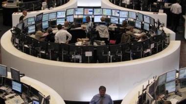 ترقّب وغموض يحيطان بأسواق المال