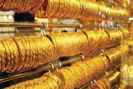 الذهب قرب أدنى مستوياته في 3 أشهر