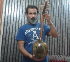 عراقي يحوّل أدوات الحرب إلى آلات موسيقية!