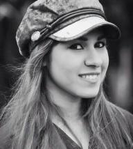 آية منصور: الكآبة و الكتابة توأمان لا يفارقاني