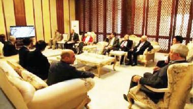 «الزبيدي» يطلع على عرض شركة صينية لبناء السكك الحديد
