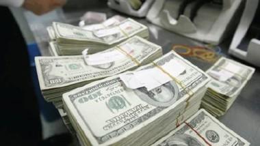 البنك المركزي يزيد مبيعاته من الدولار لوقف تراجع العملة