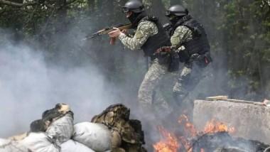 مقتل جندي ومدني خلال المعارك في أوكرانيا