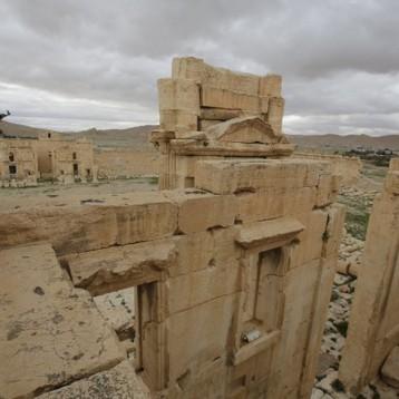 معارك عنيفة بين الجيش النظامي والإرهابيين في تدمر
