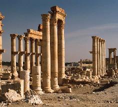 «تدمُر».. تهديد «داعش» الإرهابي لـ «فينيسيا الرمال»