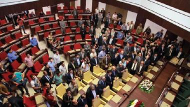 لا صلاحيات للرئيس بحلّ البرلمان إلا بأربع حالات بينها استقالة نصف النوّاب
