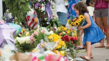 الآلاف تجمعوا في ساحات تشارلستون من أجل الدعاء للضحايا