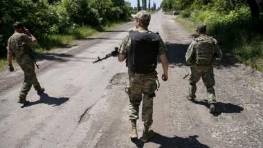 مقتل جنديين أوكرانيين وسط  تحذير كييف من تصاعد العنف