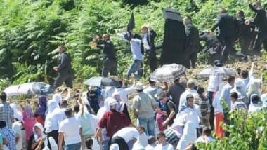 البوسنة تدين الهجوم على رئيس صربيا المشارك في ذكرى مذبحة سربرنيتسا