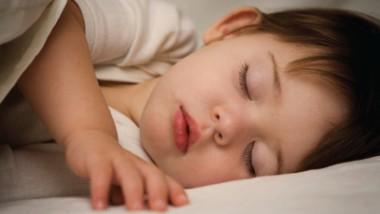 حِيل تساعد الصغار  على النوم
