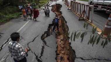 مقتل 400 شخص بزلزال  في باكستان وأفغانستان