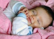 خرافات ضحك المولود  في أثناء نومه