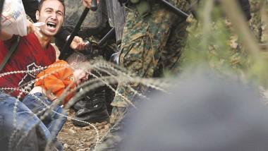 مهاجرون يعرقلون سير القطارات في مقدونيا