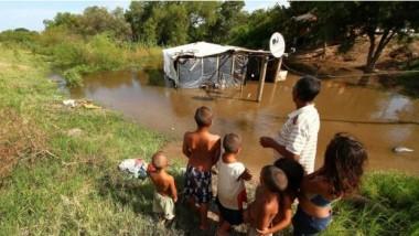 ترحيل 150 ألف شخص بسبب  الفيضانات في أميركا اللاتينية