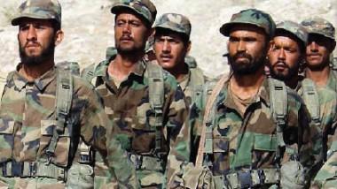 هرب الجنود يستنزف الجيش الأفغاني ويزيد المخاوف الأمنية