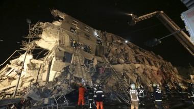 زلزال يهدم مبنى سكنياً في تايوان  ومقتل خمسة في الأقل