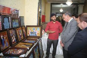 """بازار فني لمجموعة """"لارسا"""" في وزارة الدفاع"""
