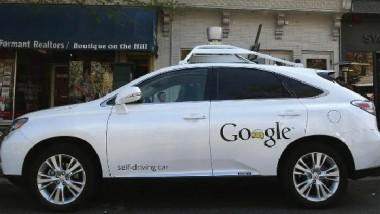 """أول اصطدام تسببه سيارة  غوغل """"ذاتية القيادة"""""""