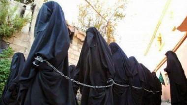 """ناجية من """"داعش"""": أسواق بيع وشراء النساء لدى التنظيم أشبه بسوق المواشي"""