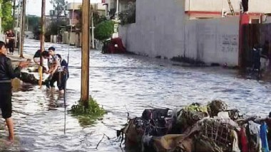 مع استمرار القصف الجوي ضد داعش..الفيضانات تجتاح شوارع الموصل