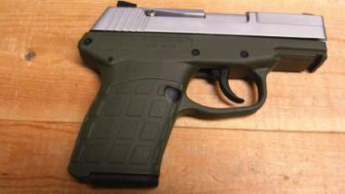 قاتل يعرض سلاح جريمته في مزاد علني