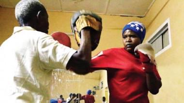 الملاكمة النسائية تصارع التقاليد الاجتماعية