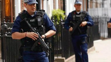 الشرطة تعتقل بريطانيًا من أصل عراقي بتهمة وقوفه خلف شبكة تهريب دولية لمئات المهاجرين