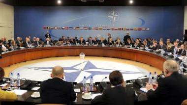 حلف «الناتو» يطلق عملية «الحرس البحري» ويؤكد دعم ليبيا والعراق وتونس ضد الإرهاب