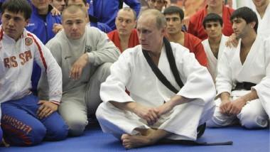 كتاب بوتين في الجودو يوزع على طلاب المدارس الروسية