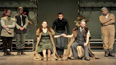 على خشبة المسرح 1