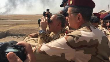 تكتّل نيابي قريب من رئيس المجلس  يسعى لإقالة وزير الدفاع من منصبه