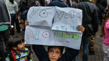 الناخبون في كولومبيا يصوتون ضد اتفاق السلام