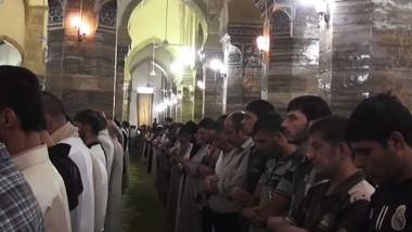 داعش يقلّص الصلاة إلى ثلاثة فروض