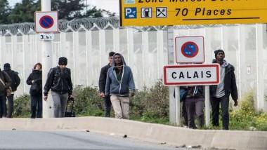 فرنسا تبدأ إخلاء مخيّم «الغابة» للمهاجرين في كاليه