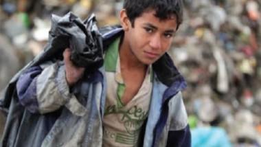منظمات المجتمع المدني توزع المساعدات بين أطفال القرى والأرياف