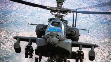 """""""الأباتشي"""" الأميركية في مواجهة سيارات داعش الملغومة بمعركة الموصل"""
