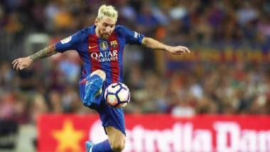 برشلونة ينجو من كمين إشبيلية و»يخنق» ريال مدريد