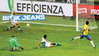 نيمار يقود البرازيل لاكتساح الأرجنتين.. وأوروجواي تقترب من المونديال الروسي