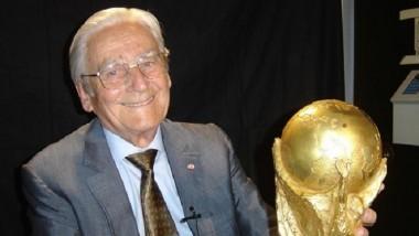 وفاة مصمم «كأس العالم» عن عمر يناهز 95 عاماً