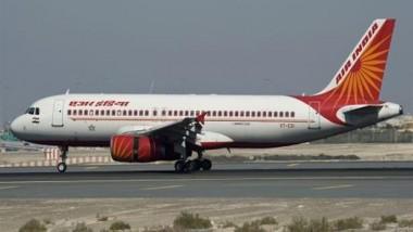 إصابة 12 شخصاً بعد انحراف طائرة عن مدرج مطار بالهند