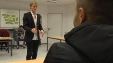 """تعليم اللاجئين في ألمانيا قواعد """"فن المواعدة """" مع النساء"""