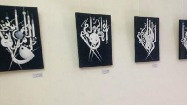 ناصر الموزاني: يقدّم إضافة مبتكرة في خط الكرسي للآيات القرآنية