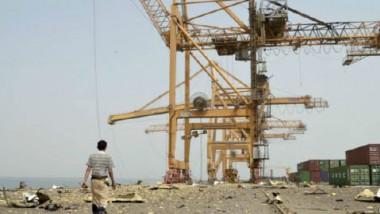 التحالف السعودي يشنّ سلسلةً من الغارات العنيفة على مواقع عسكرية في ميناء الحديدة اليمني
