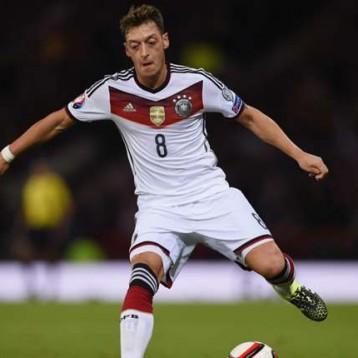 أوزيل.. أفضل لاعب ألماني