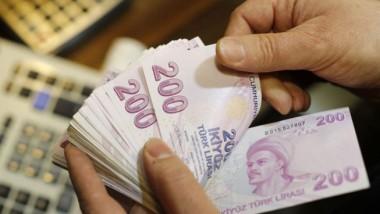 الليرة التركية تهبط 2.5 % أمام الدولار