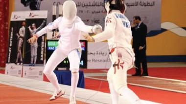 الإيرانية بروين اسحاقي تختبر السيوف الناعمة