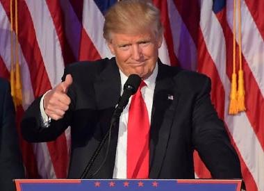 تنصيب دونالد ترامب الرئيس الخامس والاربعين للولايات المتحدة بحضور ثلاث رؤساء سابقين