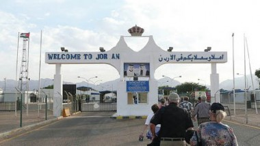 العراق ومصر يبحثان إعادة فتح الطريق البرية عبر الأردن